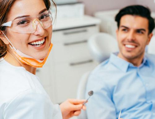 4. ¿De qué material están hechos los implantes?