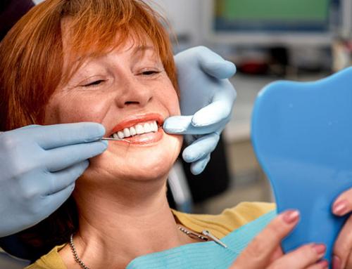 3. Mi dentadura inferior se mueve y a veces me roza. ¿es normal?
