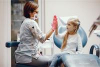 ¿Cuándo debemos llevar a un niño al dentista?